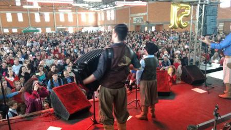 Thomas Machado encanta comunidade durante show de 51 anos de Augusto Pestana