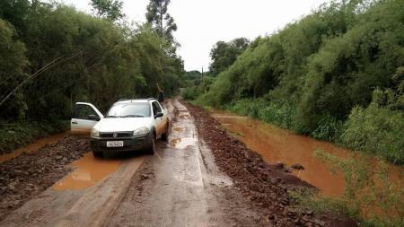 Secretaria realiza conserto de ponte em Arroio Bonito