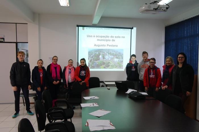 Alunos do CEPP buscam informações sobre uso do solo no município
