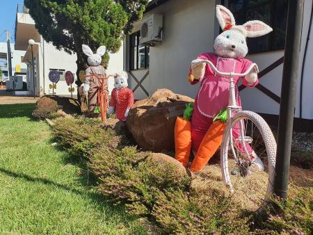Prefeitura faz decoração de Páscoa