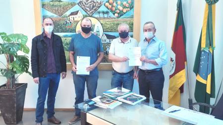 Augusto Pestana recebe emenda para pavimentação asfáltica